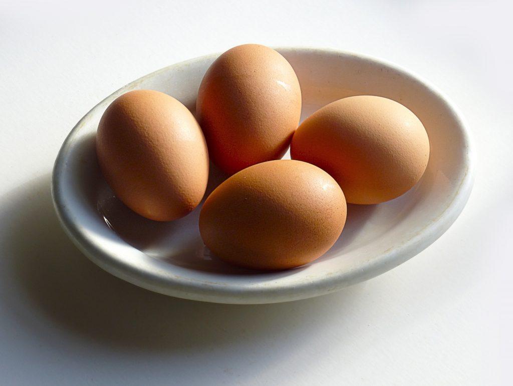 Schüssel mit eiern